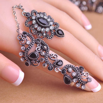 2 Finger Ring with paisley design