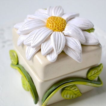 Jewelry Box - Polymer Clay Flower - Flower Decor - Daisy Jewelry Box - Ring Box - Gift Box - Ceramic Box - Floral Decor - Small Jewelry Box