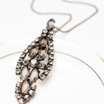 Retro fashion crystal necklace elegant design leaves fall dark magic pendant necklace popular jewelry for women free shipping