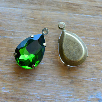 2 - Teardrop Jewel Charms OLIVE GREEN Drop Gem Pear 13x18mm Brass Claw Setting Charm or Link Gold Antique Bronze Silver (AY061)