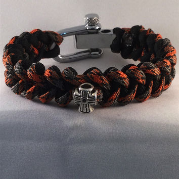 Risen Glory with Cross Paracord Bracelet with Shark Teeth Paracord Weave