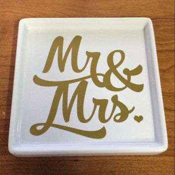 Personalized Mr and Mrs Ring Plate. Gift, Ring Tray, Jewelry Tray, Jewelry Dish, Monogram, Wedding, Etc.