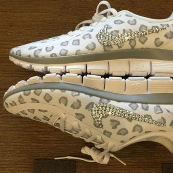 DCK7YE Blinged Out Women's White Nike Free Run 5.0 V4 Leopard Cheetah Print Running Shoes Cus