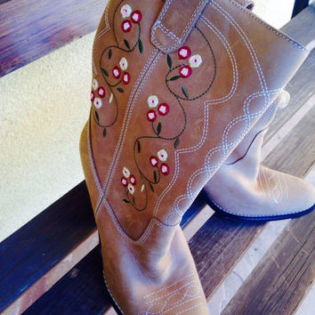 ON SALE Vintage Brown Leather / Suede  Embroidered Ladies Western Boots - Size 6