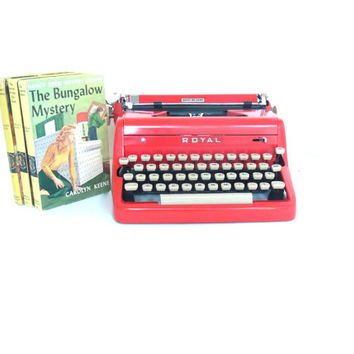 red royal typewriter working / 1950s typewriter /vintage typewriter quiet de luxe /mid century midcentury decor / fire engine red cherry red