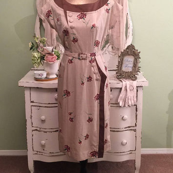 1940s Dress, 40s Vintage, Beige Carnation Day Dress, S/SM, Pretty Details, Lovely Cotton Dress, Vintage Summer Dress, Chic Glam Silhouette