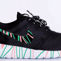 Custom Nike Roshe Run sneakers, Pink and Green lines, Trendy design