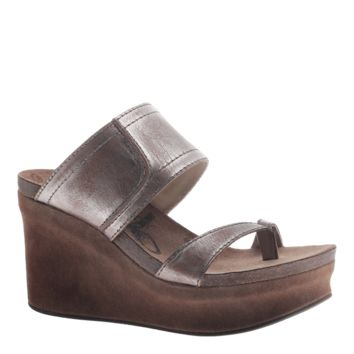 NEW OTBT Women's Sandals Brookfield in Pewter