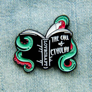 """""""The Call of Cthulhu"""" HP Lovecraft Enamel Pin"""