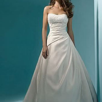 Classic Design Perfect Pearl A line Strapless Wedding Dress