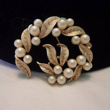 TRIFARI Faux Pearl Golden Textured Leaf Pin Vintage Gold Plate Brooch