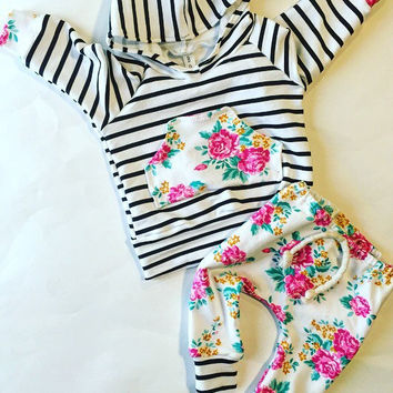 Baby girl clothes / cute baby clothes / baby girl outfit / baby clothes / floral baby outfit / floral / hipster baby clothes / baby gift /