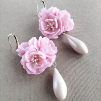Pearl teardrop earrings, Wedding earrings, Bridal earrings, Light pink earrings