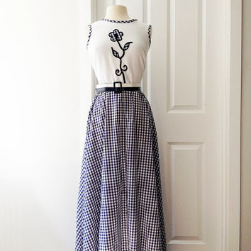 Vintage 70s navy blue white gingham maxi dress/ flower appliqué bodice/ Toni Todd long checkered dress