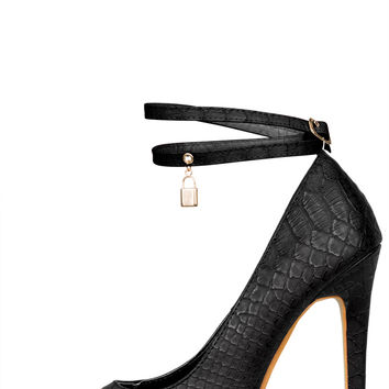 Love Lock Pump (Black)- FINAL SALE