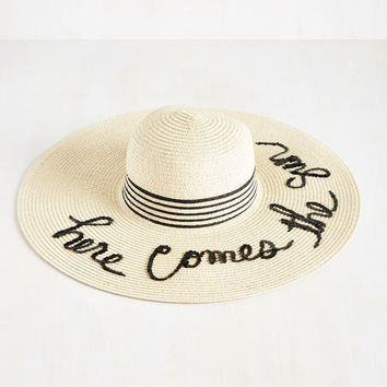 Fun Salutation Sun Hat | Mod Retro Vintage Hats | ModCloth.com
