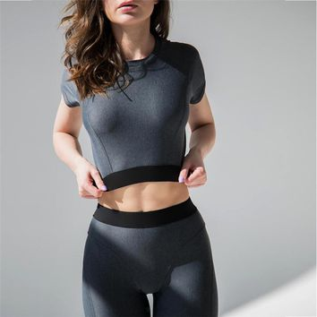Women's Fitness Suits Black Cropped Top And Legging 2 Pieces Set 2018 Fashion Summer Female Workout T-shirt Pants Tracksuit