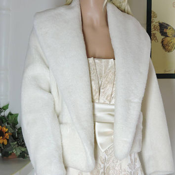 White faux fur jacket / size S / M / 70s vintage cropped fake fur coat / 1970s faux fur jacket / SunnyBohoVintage