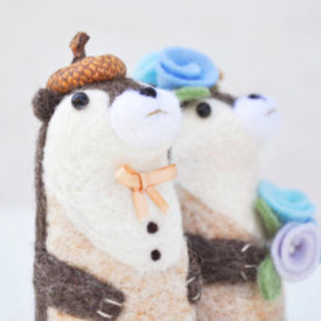 Animal wedding cake topper otter, needle felted otter, needle felted wedding cake topper, animal wedding gift, wedding figurine