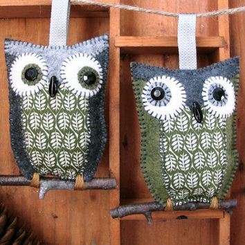 owl pair, holiday ornament, moss green charcoal grey wool felt, calico fabric, rustic, whimisical, handmade, ooak gift