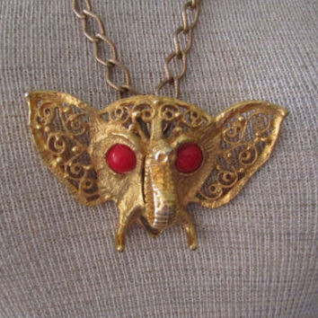 14-1108 Vintage 1970s D & E Julian Ornate Elephant Pendant / Goldtone Wide Loop Chain / Red Cabachon Eyes / Elephant Necklace