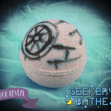 That's No Moon Bath Bomb - Color Burst Bath Bomb - 5oz - Lime Neroli and Frankincense Fragrance Oil