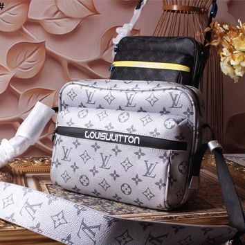 Lv Louis Vuitton Monogram Canvas Messenger Cross Body Bag