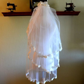 Spectacular Vintage Wedding Veil, 3 Tier Bridal Veil, White Tulle w/Lace Applique and Faux Pearl Trim, circa 1950s-1960s