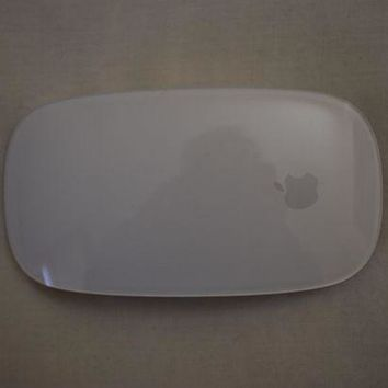 VONW3Q Apple Mac White Magic Mouse Model A1657 Bluetooth Wireless Rechargeable NEW