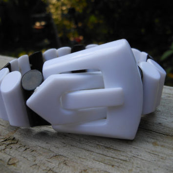 Plastic Buckle Stretch Bracelet 1970s Expandable Bangle White Black Double Drilled Tube Beads Lightweight Geometric  Retro Costume Jewelry