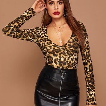 Leopard Print Form Fitted Tee