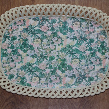 Retro plastic tray / vintage ivory tray / Russian platic tea tray / flower pattern soviet tray USSR serving tray 70's / shabby chic tray
