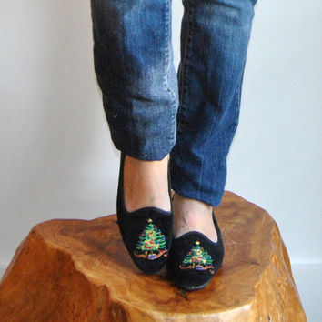 Velvet Smoking Slippers  //  Black Velvet Tapestry Flats  //  Festive Holiday Embroidered Christmas Tree Flat Driving Shoes  //  Size 6