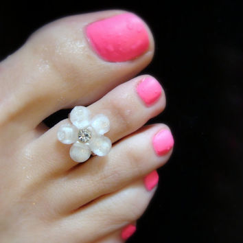 Toe Ring - White Resin Flower - Stretch Bead Toe Ring