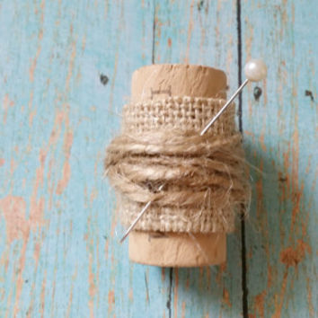 Cork Boutonniere / Burlap and Jute Wedding / Winery Wedding / Affordable Wedding / Rustic Wedding / Burlap Boutonniere / Father of the Bride