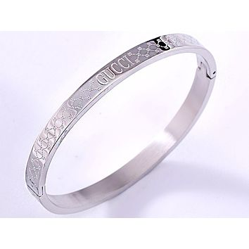 GUCCI new female embossed logo bracelet Silver