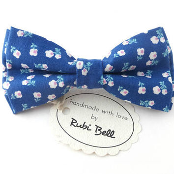 Bow Tie - floral bow tie - wedding bow tie - blue bow tie with white flower pattern - man bow tie - men bow tie