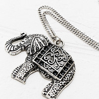 Elephant Necklace in Silver - Urban Outfitters