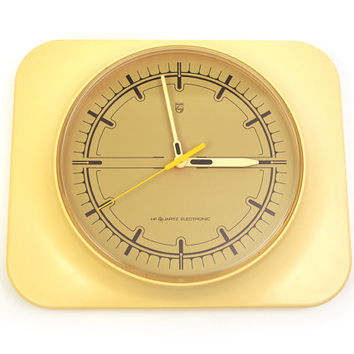 Vintage wall clock. Philips HF Quartz Electronic. Warm cream colour. Domed plastic. Light moss green face. West Germany 1970s. Type HR 5574