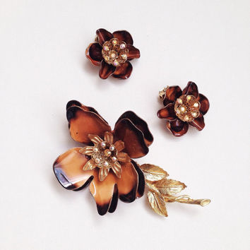 Floral Brooch Earring Set - Brown / Gold Glam Accessories - 50s/60s Rhinestone Demiparure - Vintage Pin and Clip Earrings - FREE SHIPPING