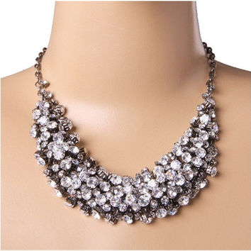 Stylish Necklace with Crystal Diamond for Women (Silver)