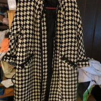 1950s 1960s Vintage   Houndstooth Swing Coat Black and White Wool   With Pockets