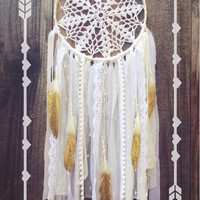 White Lace Crochet Doily Shabby Chic Boho Gypsy Gold Glitter Feather Dreamcatcher // Nursery Decor // Home Decor // Wall Hanging