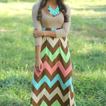 Half Sleeve Scooped Neck Chevron Print Maxi Dress