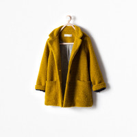 Buttoned coat with pockets