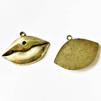 lips charm, 38mm x 28mm, antique gold metal alloy - C119