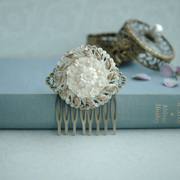 Ivory Gold Wedding Comb. Ivory and Gold Bouquet Floral Flower, Vintage Style Flower Hair Comb. White Gold Bridal Comb. Gold Bridesmaids Gift