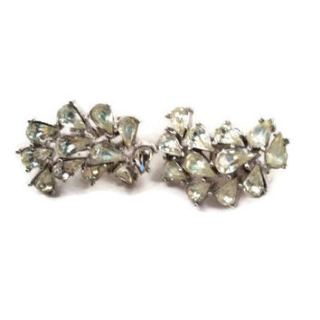 Trifari clip earings,set in silvertone with  white tear shaped gemstones 1960s vintage costume jewelry