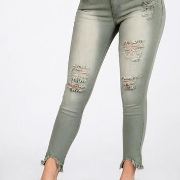 Skinny jeans with destroyed accents