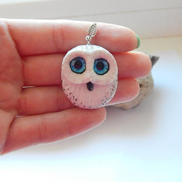 White owl pendant necklace jewelry, handmade owl of clay, man's women's jewelry, animal owl totem, hedwig the owl, owl talisman amulet